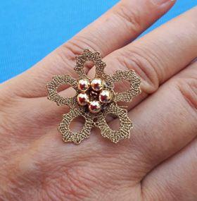 ročno klekljan prstan